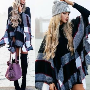 AUTUMN FEELS Poncho - BLACK